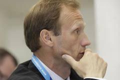 Владимир Драчев: Руководство СБР тянет время, чтобы сохранить теплые места