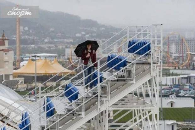 Стадионы, на которых страшно. Временные трибуны пугают (фото)