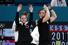 Брызгалова и Крушельницкий выиграли бронзу Олимпийских игр в керлинге