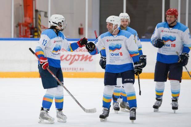 В Лиге женского хоккея играют и депутаты, и руководители предприятий