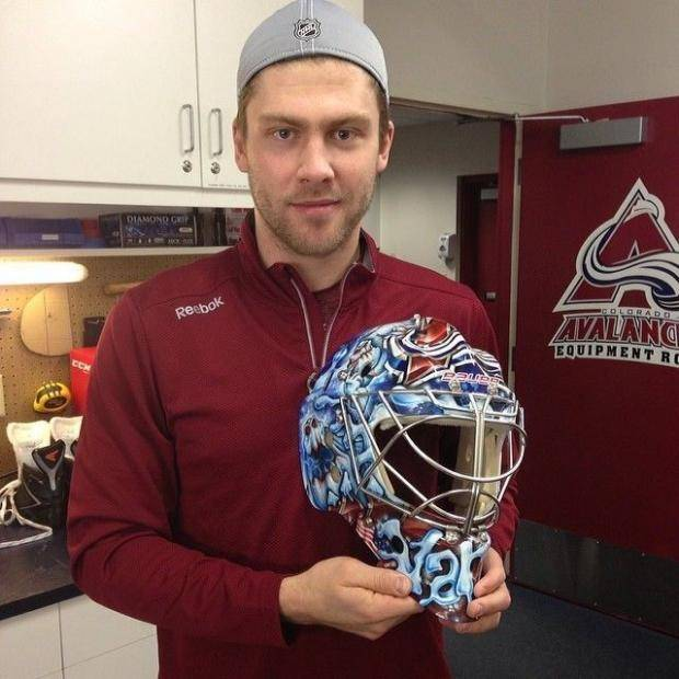 Варламов продемонстрировал болельщикам новый шлем (фото)