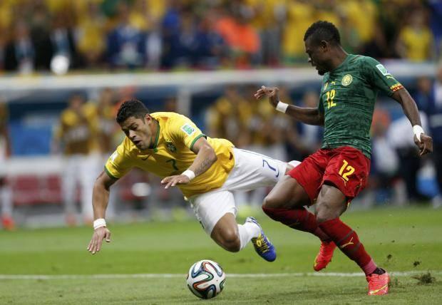 Сборная Бразилии разгромила камерунцев и заняла первое место в группе А