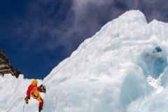 «Взойти на Эверест сейчас стоит 55 тысяч долларов с человека»