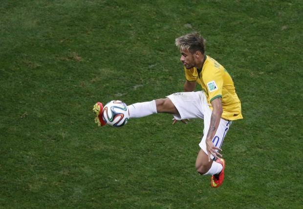 Нападающий сборной Бразилии Неймар вышел в лидеры гонки бомбардиров