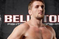 Минаков отобрал пояс чемпиона Bellator у Волкова, нокаутировав его в первом раунде (видео)