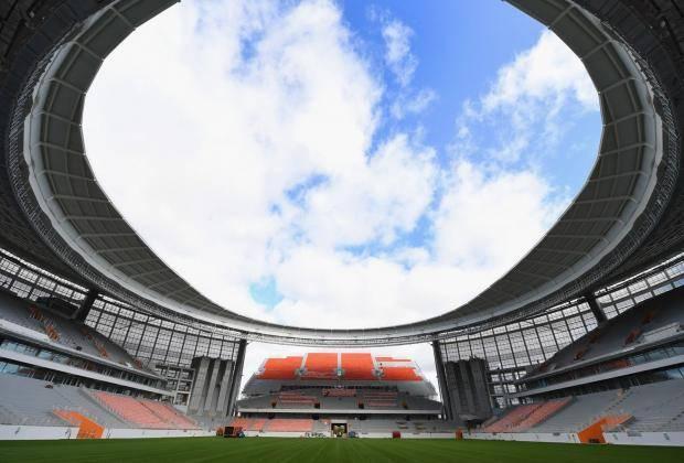 Стадион в Екатеринбурге и Эйфелева башня. Англичане критикуют