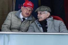 «Никита Михалков смотрит, как Ковальчук бьет Радулова». Как болели в VIP-ложе на матче ЦСКА - СКА (видео)