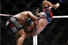 Победа Кормье над Хендерсоном и другие важные события в мире боевого спорта за минувшую неделю (фото, видео)