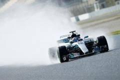 «Мерседес» и «Феррари» в лидерах и много поломок. Итоги первых тестов Формулы-1