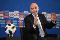 ФИФА будет контролировать трансферы и зарплаты игроков. И следить за агентами