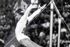 Петля Корбут. Великая гимнастка выставила на продажу все – от медалей до значков