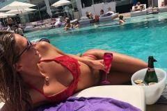 Юлия Ефимова: Вам купальник мой нравится? Давайте поиграем! Вот еще фото!