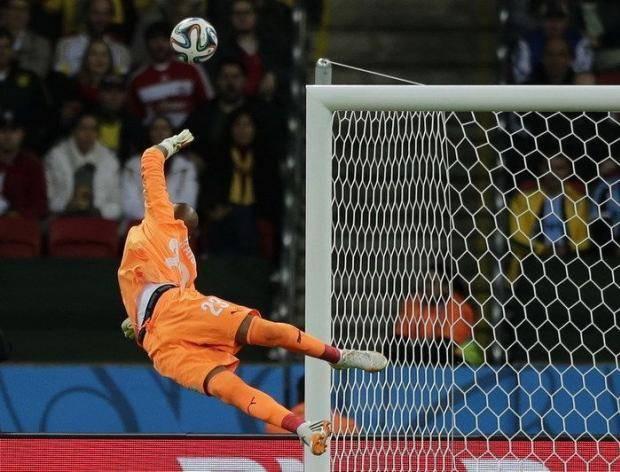 Кому ФИФА перчатки не подаст