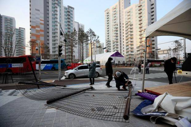 Ураган сдул Олимпиаду: соревнования отменяют, людей эвакуируют (видео)
