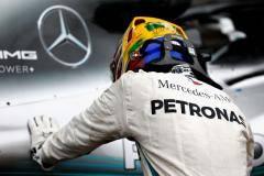Хэмилтон выиграл гонку в Бразилии, принеся «Мерседесу» 5-й кряду Кубок конструкторов, Сироткин – 17-й