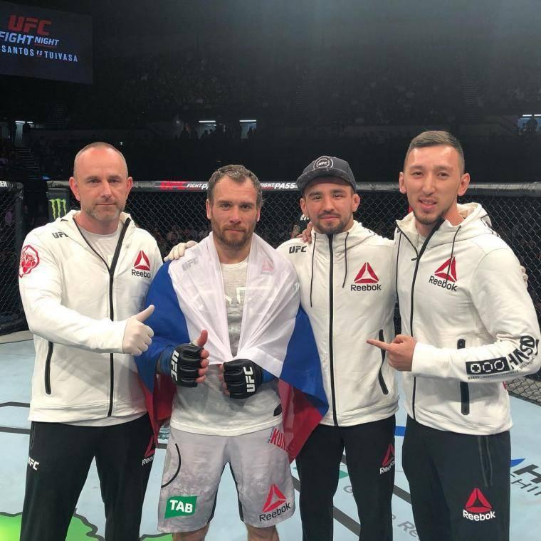 Цыган выжил в корриде. Россияне снова победили в UFC