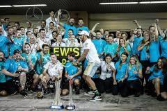 Пятая корона для Льюиса и шоу в Баку. Итоги года в «Формуле-1»