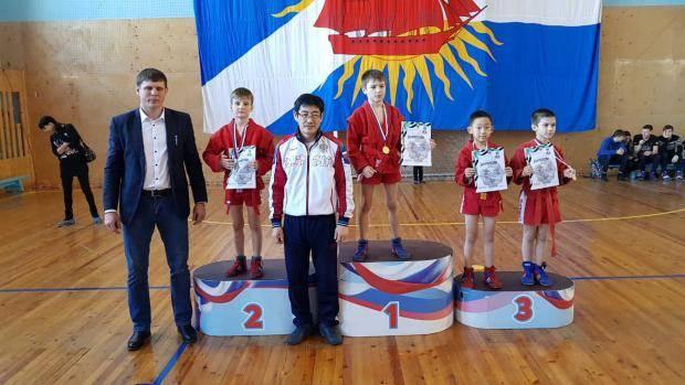 Сахалинские самбисты взяли 12 медалей на дальневосточном турнире