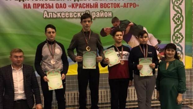 Алексеевские борцы завоевали награды в борьбе на поясах