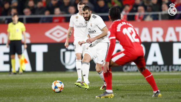 «Реал» вышел в полуфинал Кубка Испании, обыграв «Жирону», у Бензема дубль