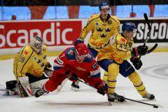Россия почти спасла игру со шведами, отыгравшись с 0:2. Это была яростная погоня