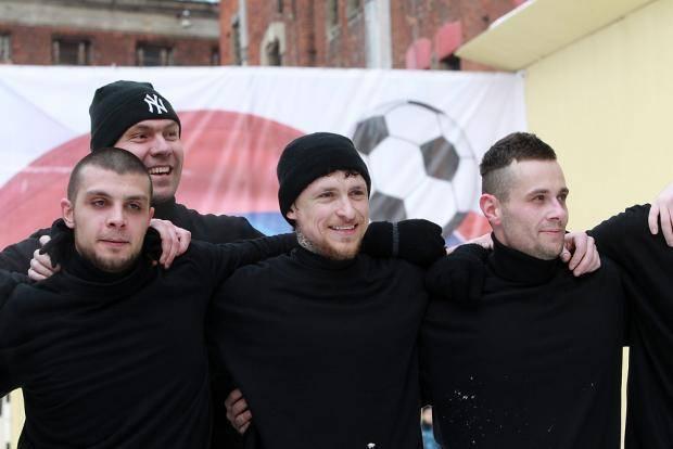 Мамаев играет в футбол в «Бутырке» и забивает семь! Фоторепортаж (и видео острых моментов)