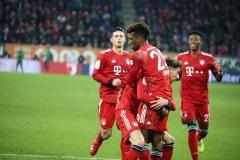«Бавария» обыграла «Аугсбург», дважды уступая по ходу встречи, у Комана дубль