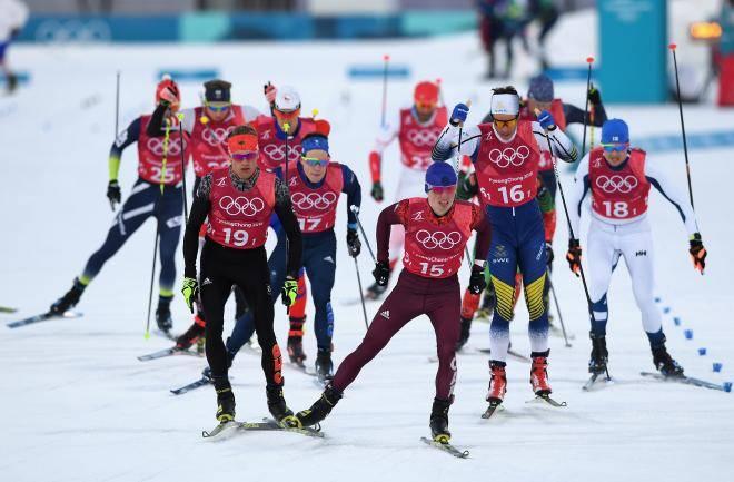 Клэбо подрезал Устюгова вполуфинале спринта наЧМ. Лыжники толкались после финиша