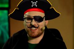 Бутылка рома: как «пиратские» трансляции за неделю развязали войну СНГ-студий