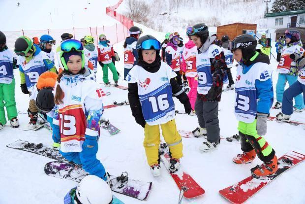 Юные сноубордисты сразились в гигантском слаломе