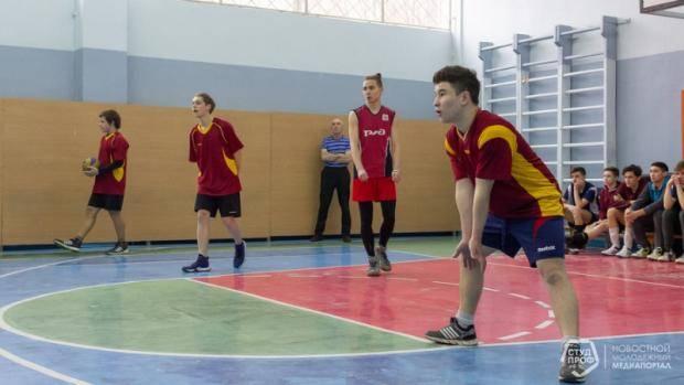 В Набережных Челнах проходят соревнования по волейболу в рамках студенческой волейбольной лиги