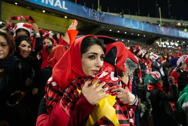 Футбольный «харам». Иранские болельщицы побеждают власти