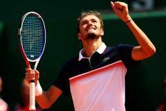 Медведев разбушевался! Даниил впервые в карьере вышел в четвертьфинал «Мастерса»