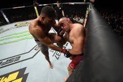 Олейник, что ты творишь? Россиянин полез в драку с Оверимом и был нокаутирован. Итоги турнира UFC в Санкт-Петербурге