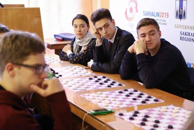 Серебряный волонтёр из Приморья научила сахалинцев игре военных лет