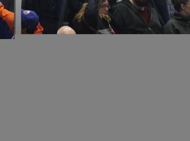 «Айлендерс» – «Каролина»: сегодня стартует серия, в которой не захотел играть «Вашингтон»
