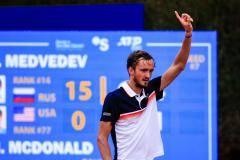 Медведев мчится к Надалю! Россиянин рвется в финал в Барселоне