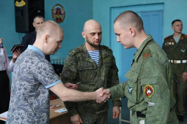 Алексей Тищенко вручил учащимся школы имени Язова знаки ГТО