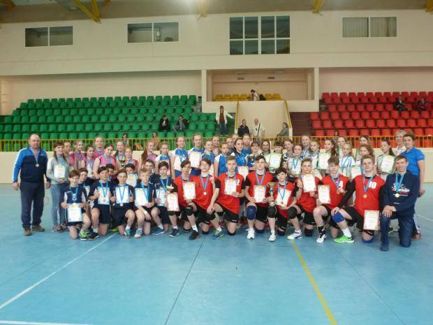 Сыктывкар и Воркута одержали победу на первенстве Республики Коми по волейболу