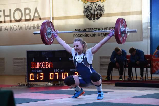 В Сыктывкаре сильнейшие тяжелоатлеты Северо-Запада борются за выход на ЧР