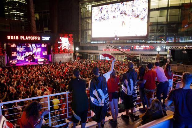 В «Торонто» слышен стук. Они сошли с ума (по баскетболу)