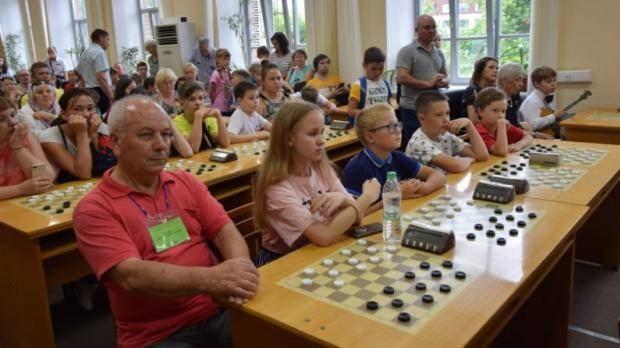 В Казани стартовало первенства ПФО по русским и стоклеточным шашкам