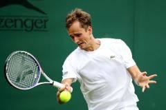 Медведев одержал победу над Лоренци и вышел во второй круг Уимблдона