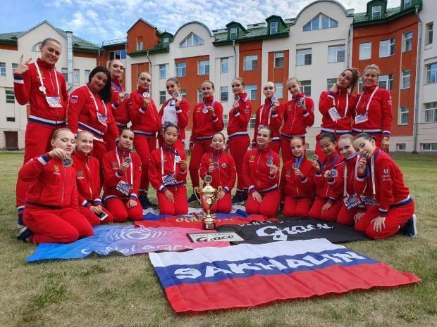 Сахалинцы заняли второе место на чемпионате и первенстве Европы по чир спорту
