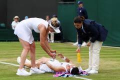 Свитолина обняла россиянку после жуткой травмы, а соперница Шараповой танцевала
