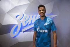 «Зенит» объявил о переходе олимпийского чемпиона Дугласа Сантоса