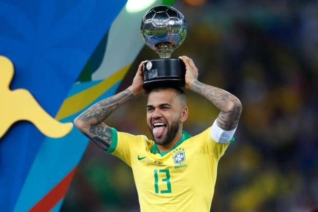 Дани Алвес признан лучшим футболистом Кубка Америки-2019
