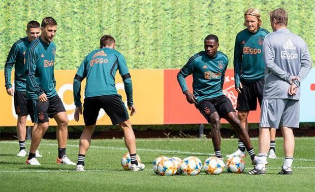 «Аякс» вышел из отпуска, Промес усердно тренируется с новой командой