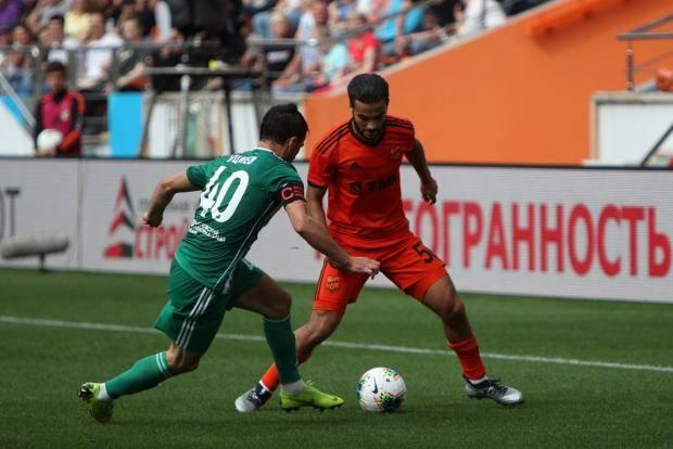 «Урал» разгромил «Ахмат» и возглавил турнирную таблицу премьер-лиги