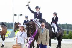 Алина Ильина завоевала золотые медали на соревнованиях по конному спорту